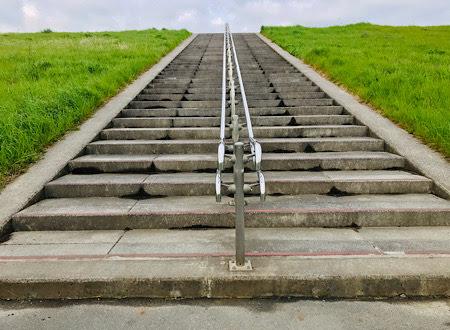 土手の階段