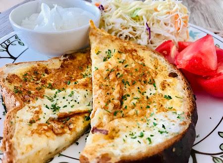 オムレツチーズトースト
